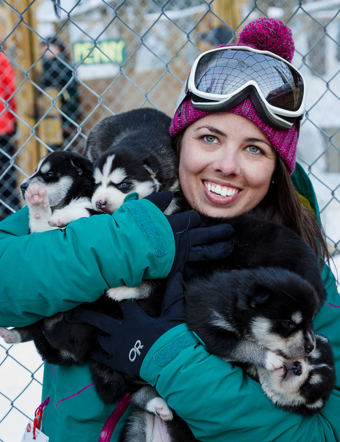 Woman-Siberian-Husky-Puppies-Colorado_0001